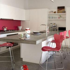 обеденный стол на-кухне